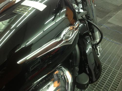 удаление вмятины без покраски на бензобаке мотоцикла